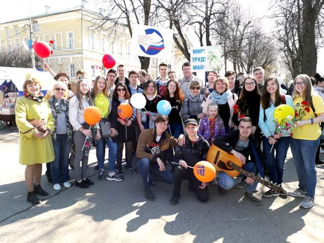 участие в праздничной демонстрации 1 Мая.