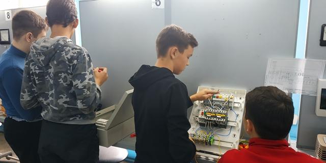 Электромонтажник по освещению и осветительным сетям