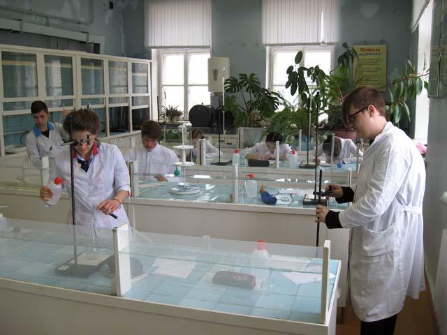 экзамен для школьников на получение рабочей профессии «Лаборант химического анализа».